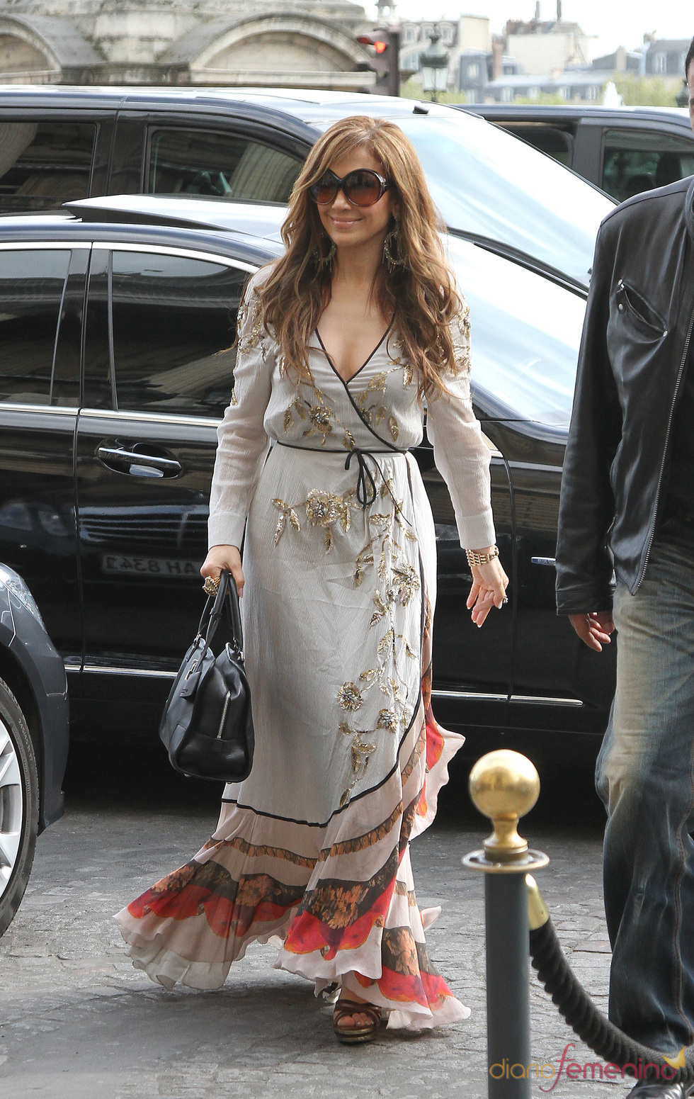 Jennifer Lopez, con vestido neo hippie