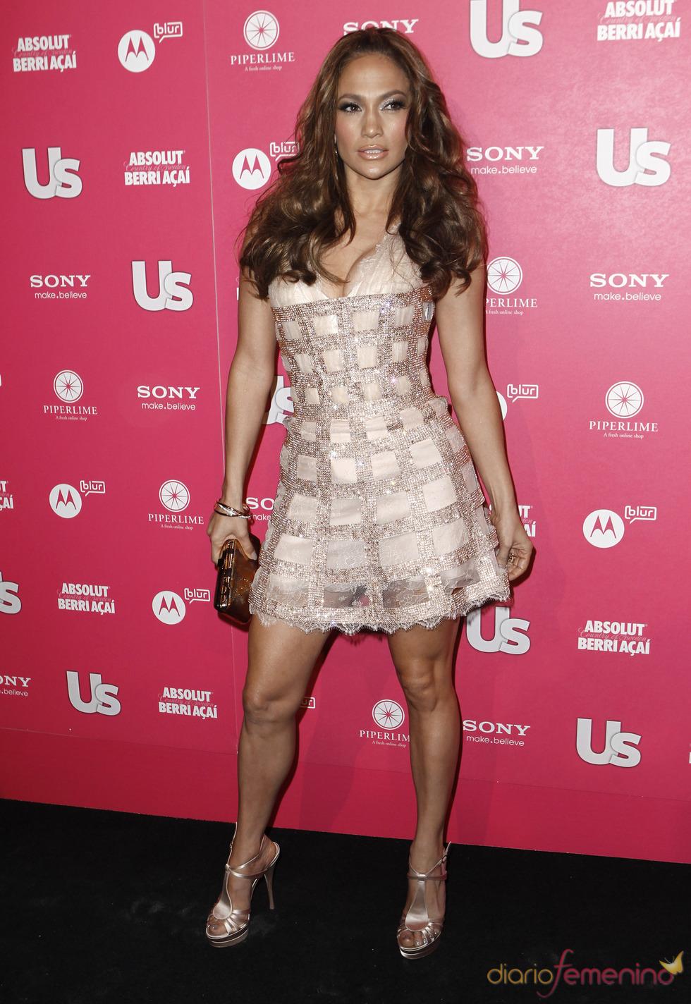 Jennifer Lopez, con vestido corto rosa