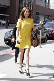 Jennifer Lopez, con vestido amarillo