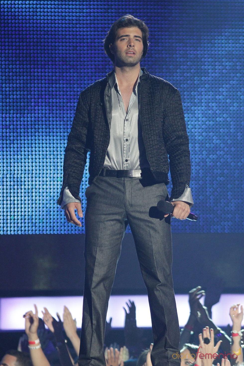 Actuación de Jencarlos Canela en los Billboard Latinos