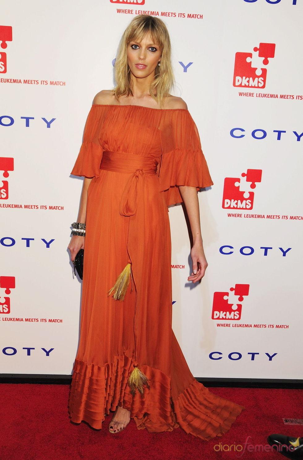 Anja Rubik en la gala 'Unidos contra la Leucemia'