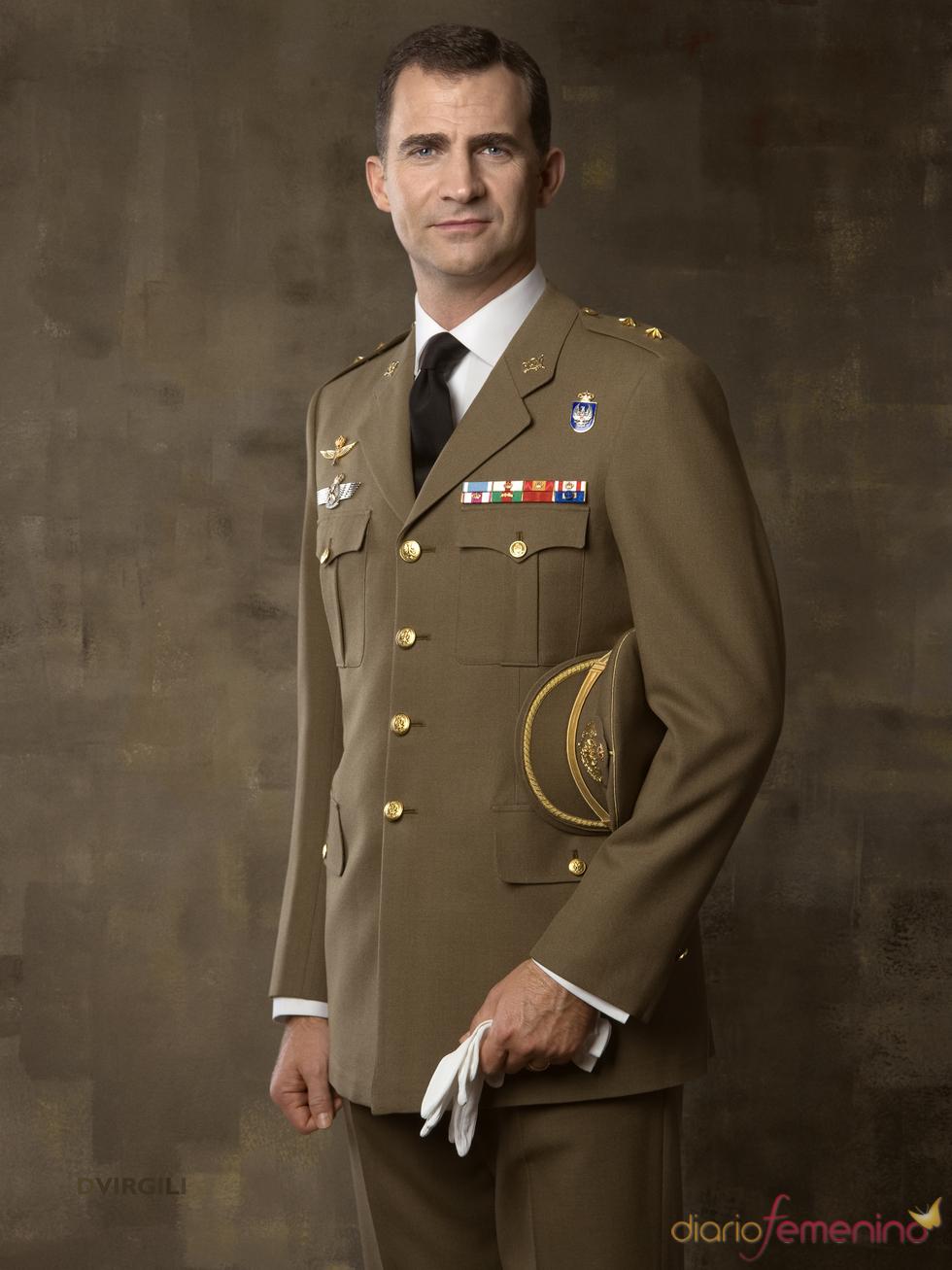 Don Felipe, con uniforme de Teniente Coronel del Ejército de Tierra