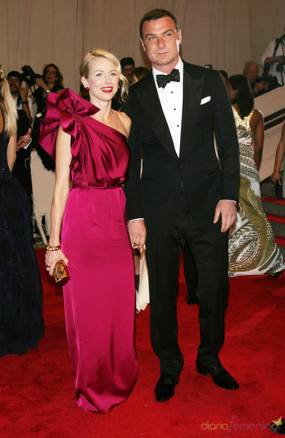 Naomi Watts y Liev Schreiber en la gala del Costume Institute