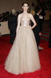 Anne Hathaway en la gala del Costume Institute