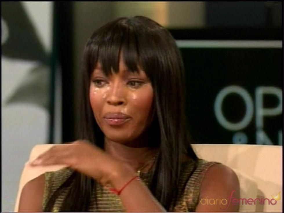 Naomi Campbell llora en el programa de Oprah Winfrey