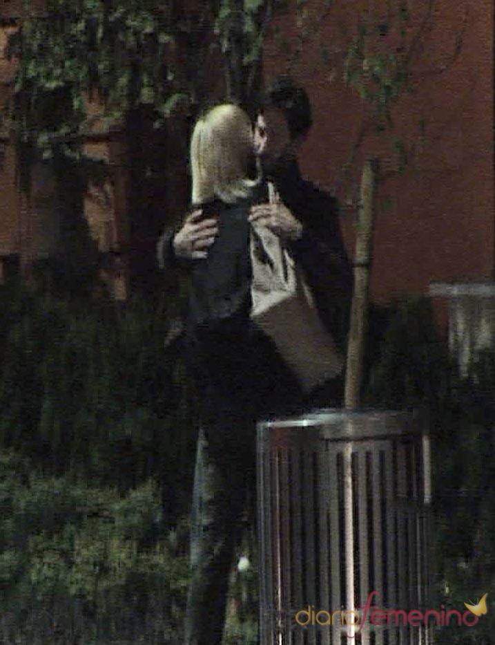 Charlize Theron y Keanu Reeves son pareja