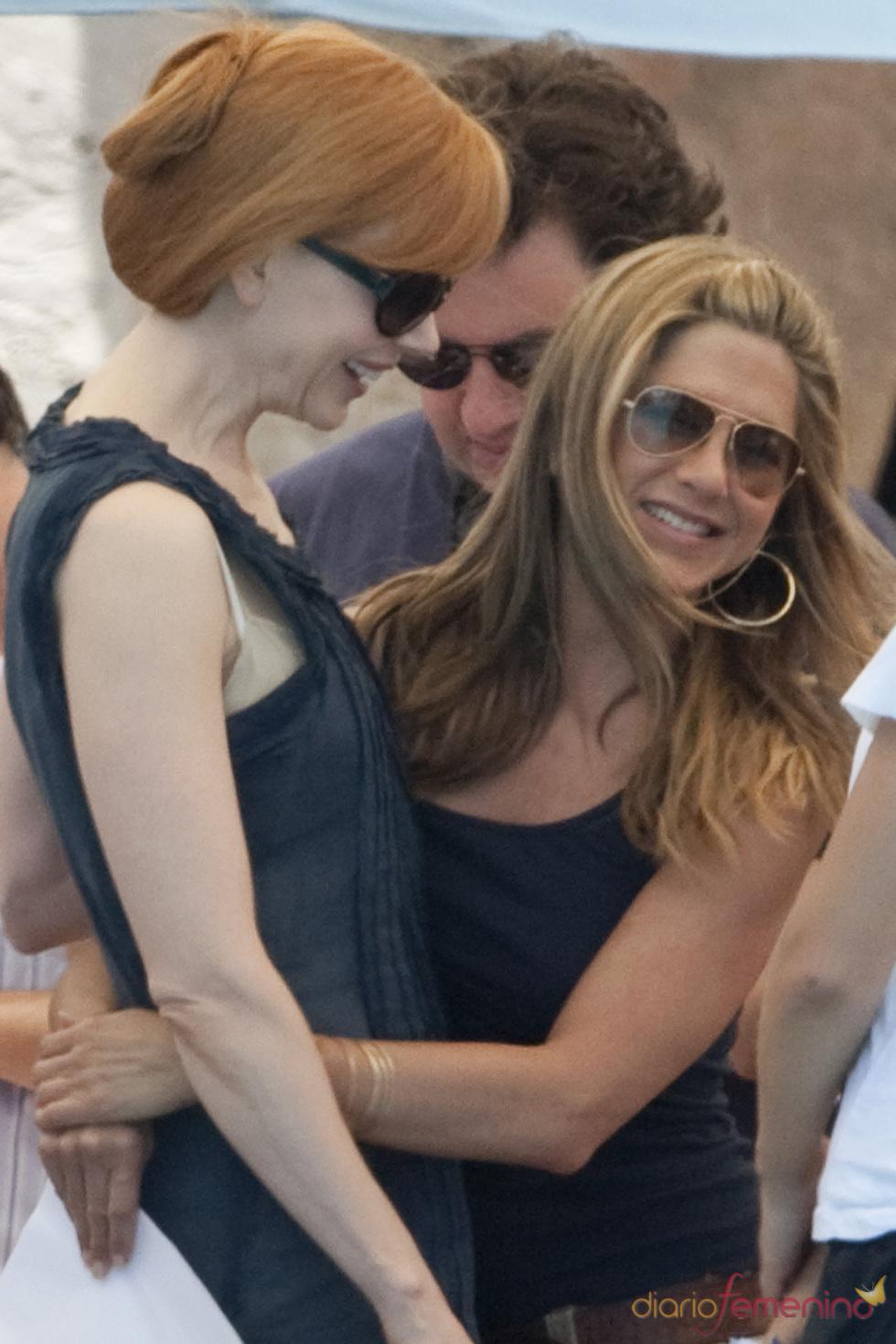 Nicole Kidman y Jennifer Aniston en el rodaje de 'Just go with it'