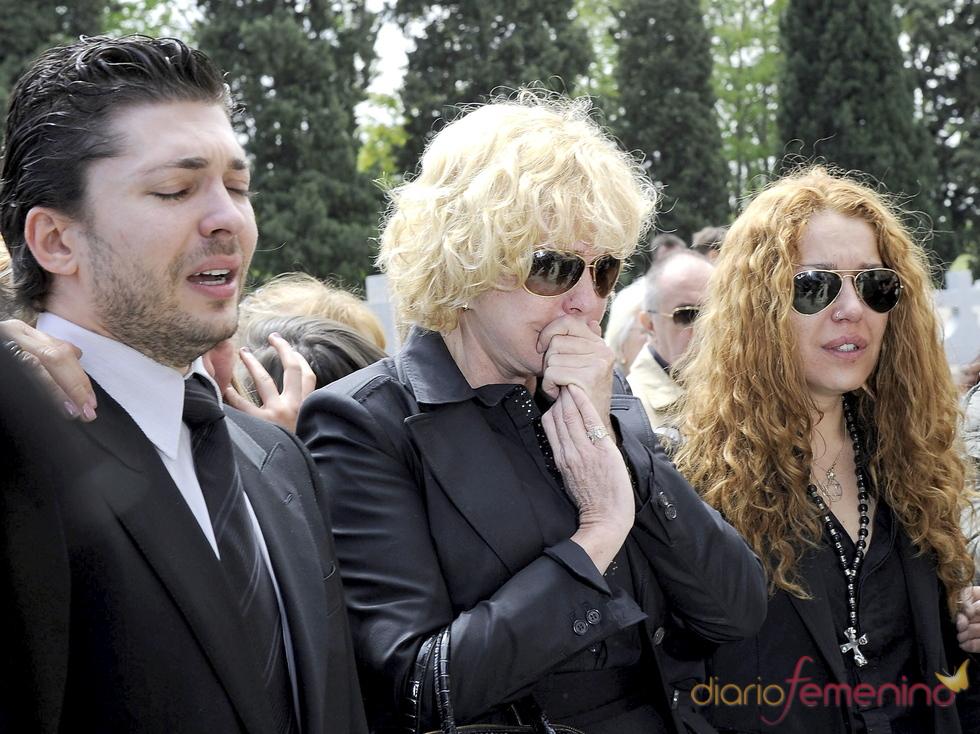 Lágrimas en el funeral de Ángel Cristo