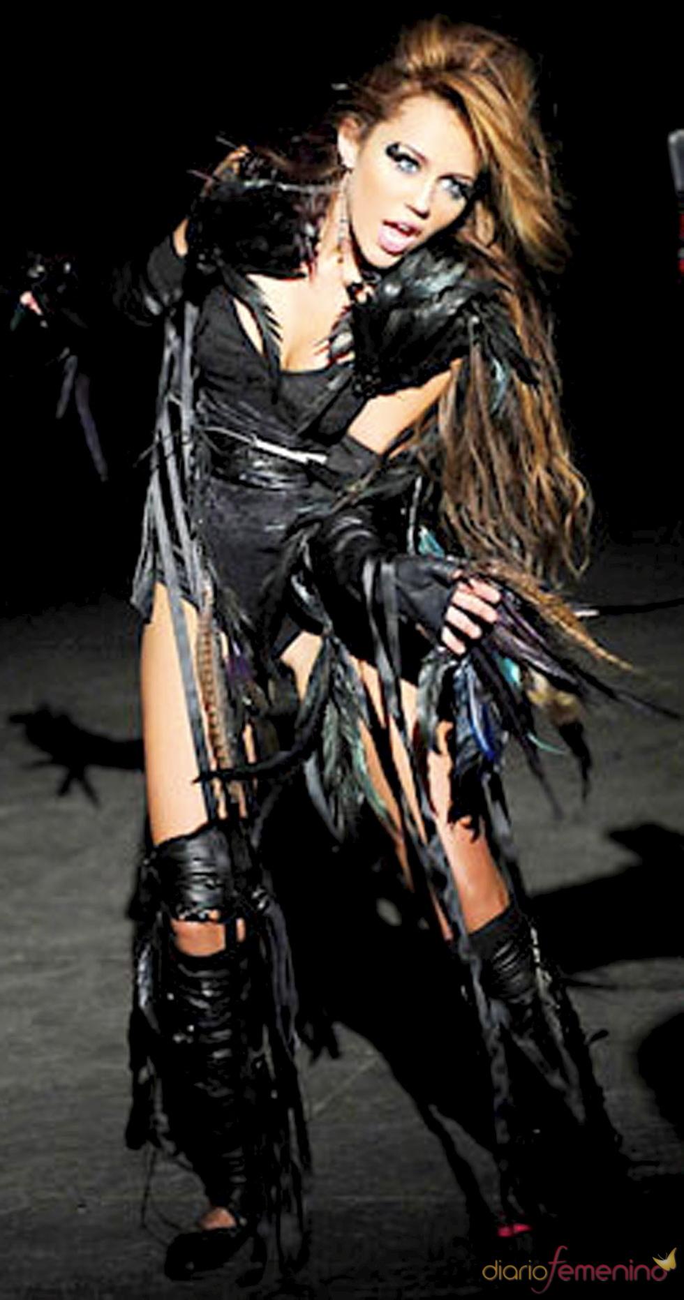 Miley Cyrus en el videoclip de 'Can't be Tamed'