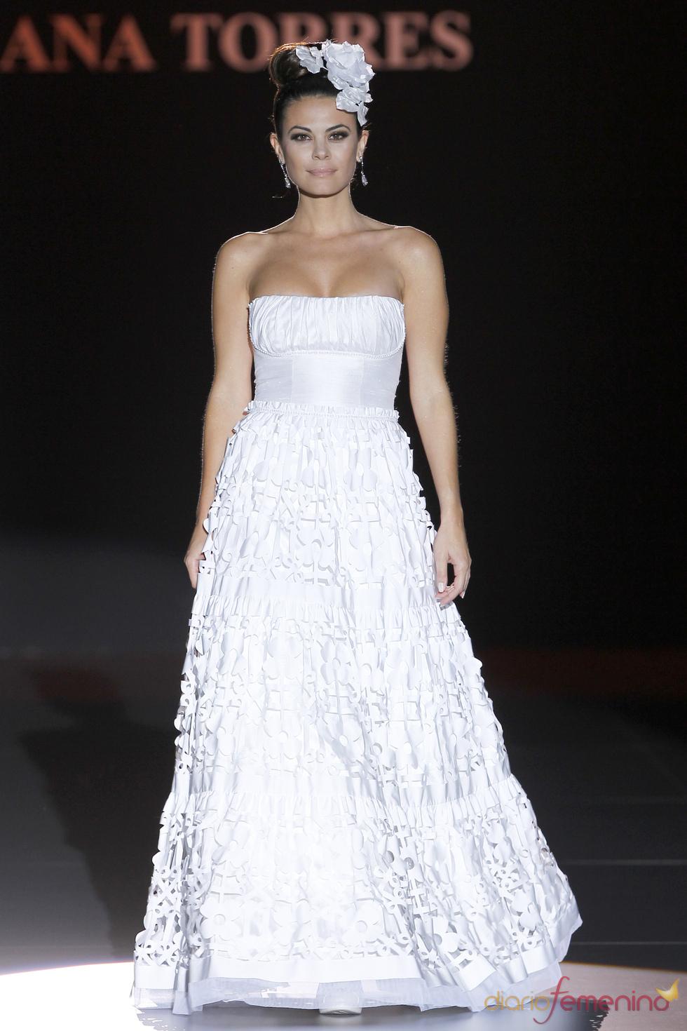 Vestido palabra de honor de Ana Torres