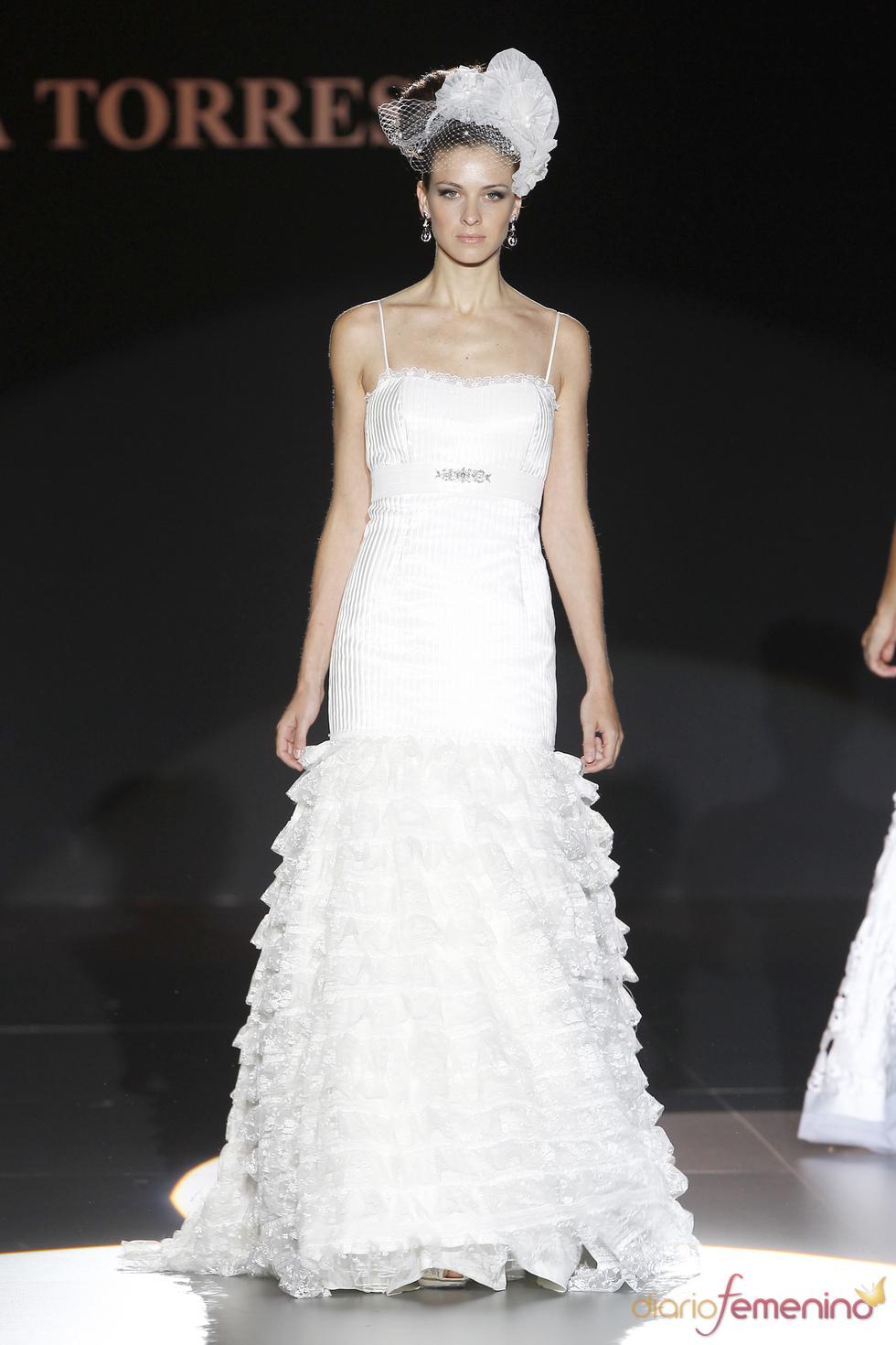Vestido de novia con tirantes de Ana Torres