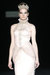 Vestido de la colección novias 2011 de Isabel Zapardiez