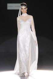 Vestido de novia con gran escote de Isabel Zapardiez