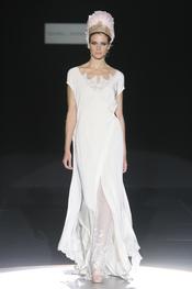 Isabel Zapardiez presenta sus vestidos de novia