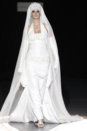 Cibeles Novias 2010:  diseños de Isabel Zapardiez