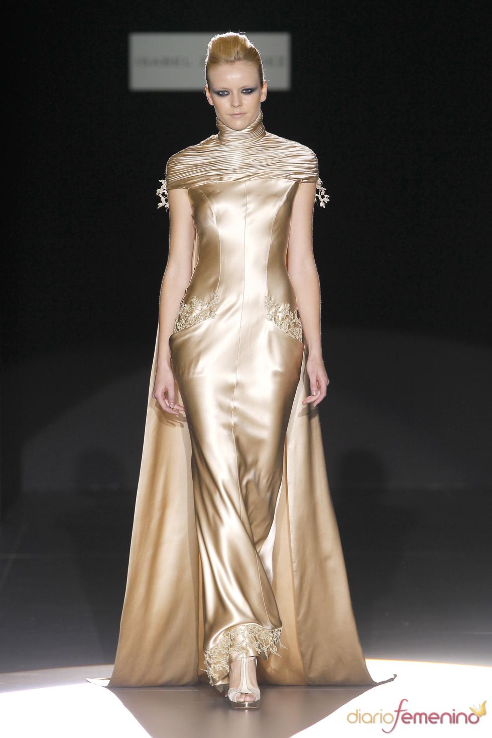 Vestido dorado de Isabel Zapardiez