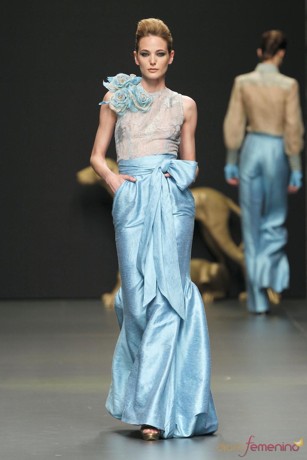 Vestido de fiesta con transparencias de Rafael Urquizar