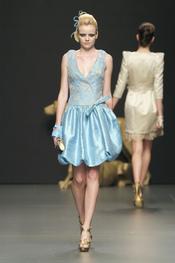 Vestido de fiesta azul de Rafael Urquizar