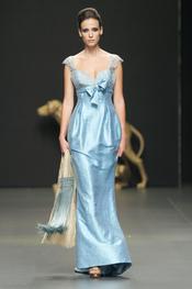Vestido de fiesta largo y azul de Rafael Urquizar