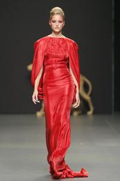 Vestido de fiesta rojo de Rafael Urquizar