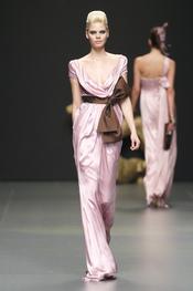 Vestido de fiesta rosa de Rafael Urquizar