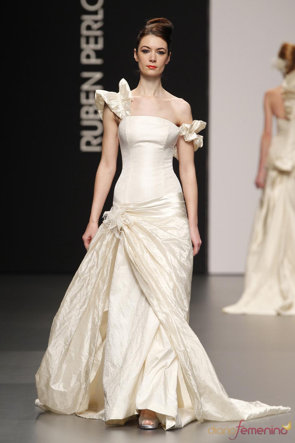Rubén Perlotti y sus vestidos de novia