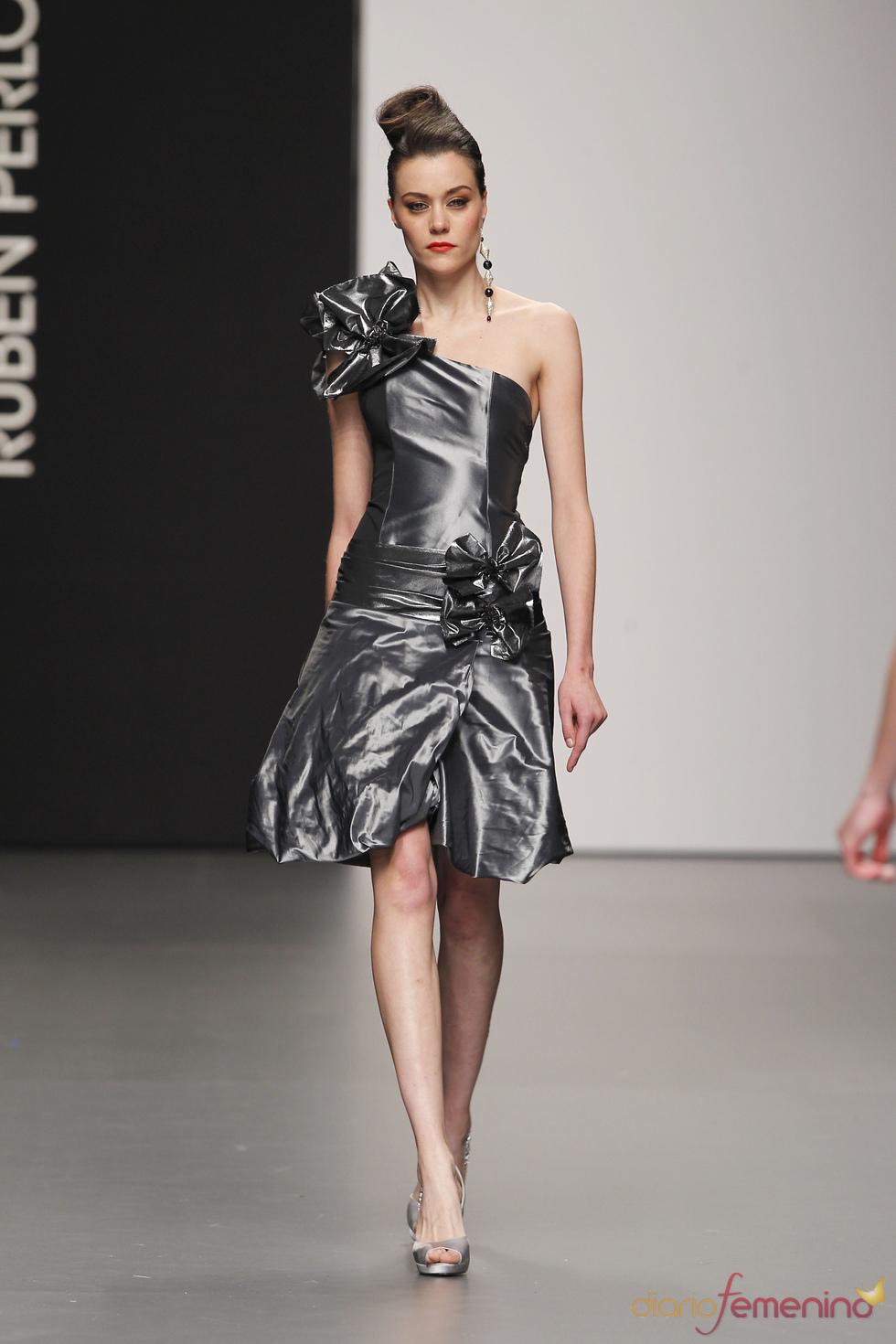 6271cfb0b Rubén Perlotti propone vestidos de fiesta para el 2011
