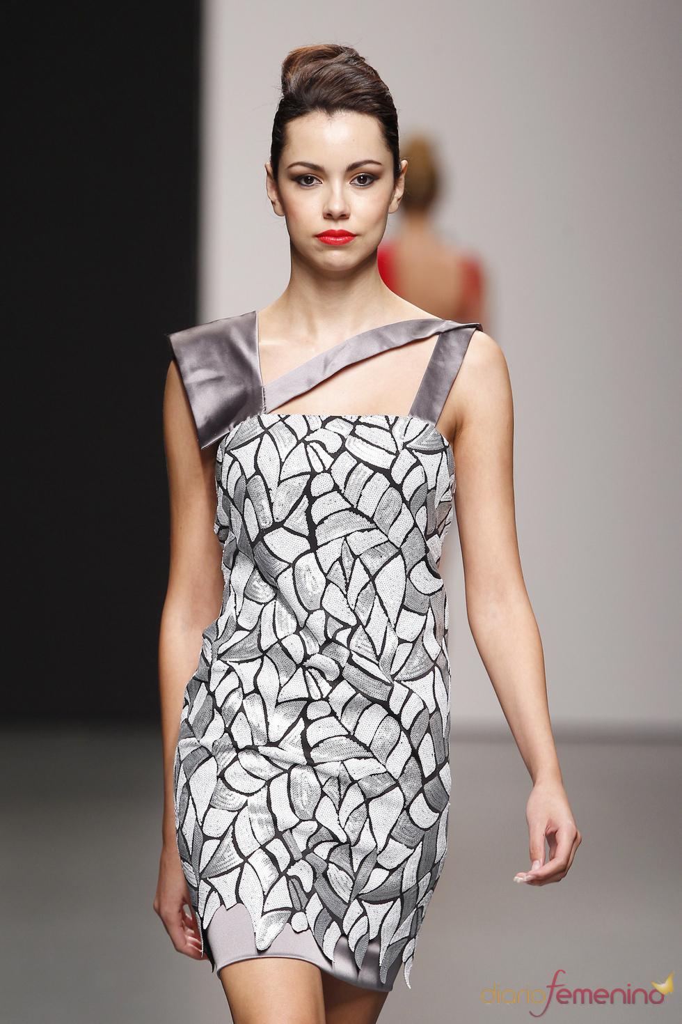 Vestido de fiesta gris de Rubén Perlotti