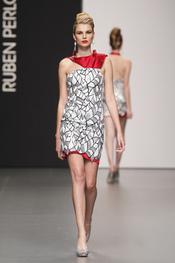 Rubén Perlotti: vestido de fiesta de corte clásico