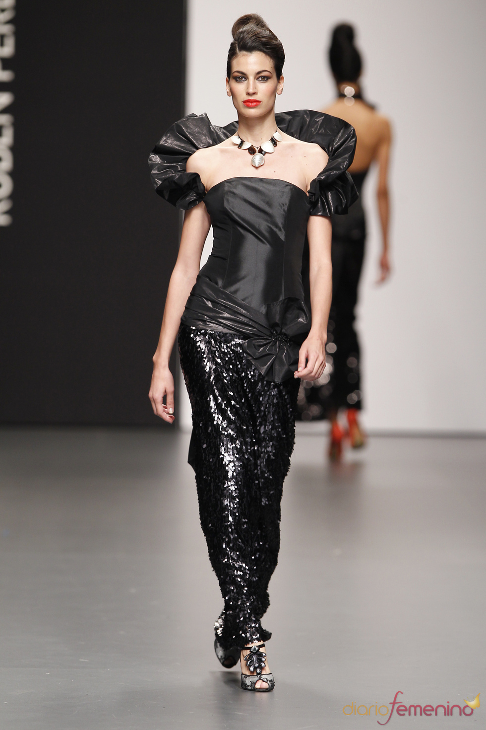 Total look negro de Rubén Perlotti en Cibeles Novias 2010