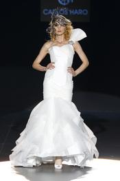 Carlos Haro presenta sus vestidos de novia