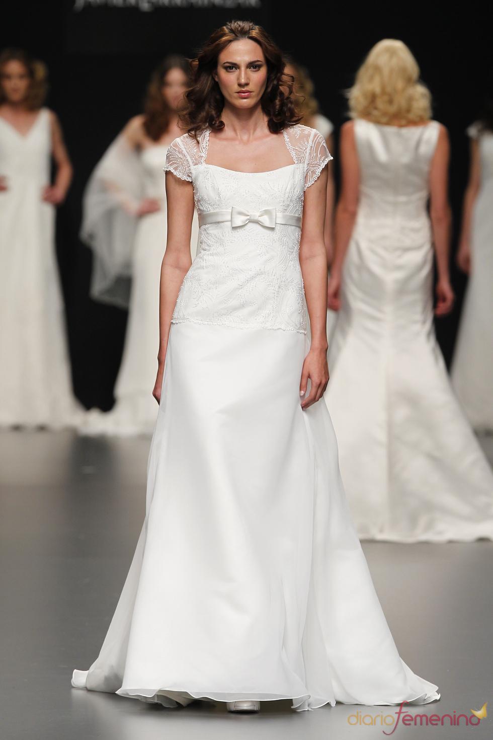 Vestido de novia con lazo de Javier Larrainzar