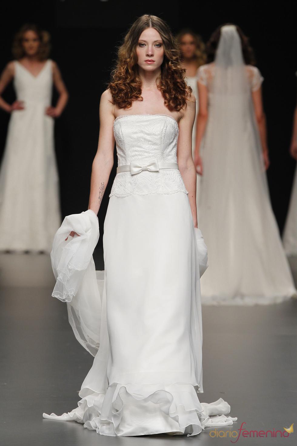 Vestido de novia palabra de honor de Javier Larrainzar