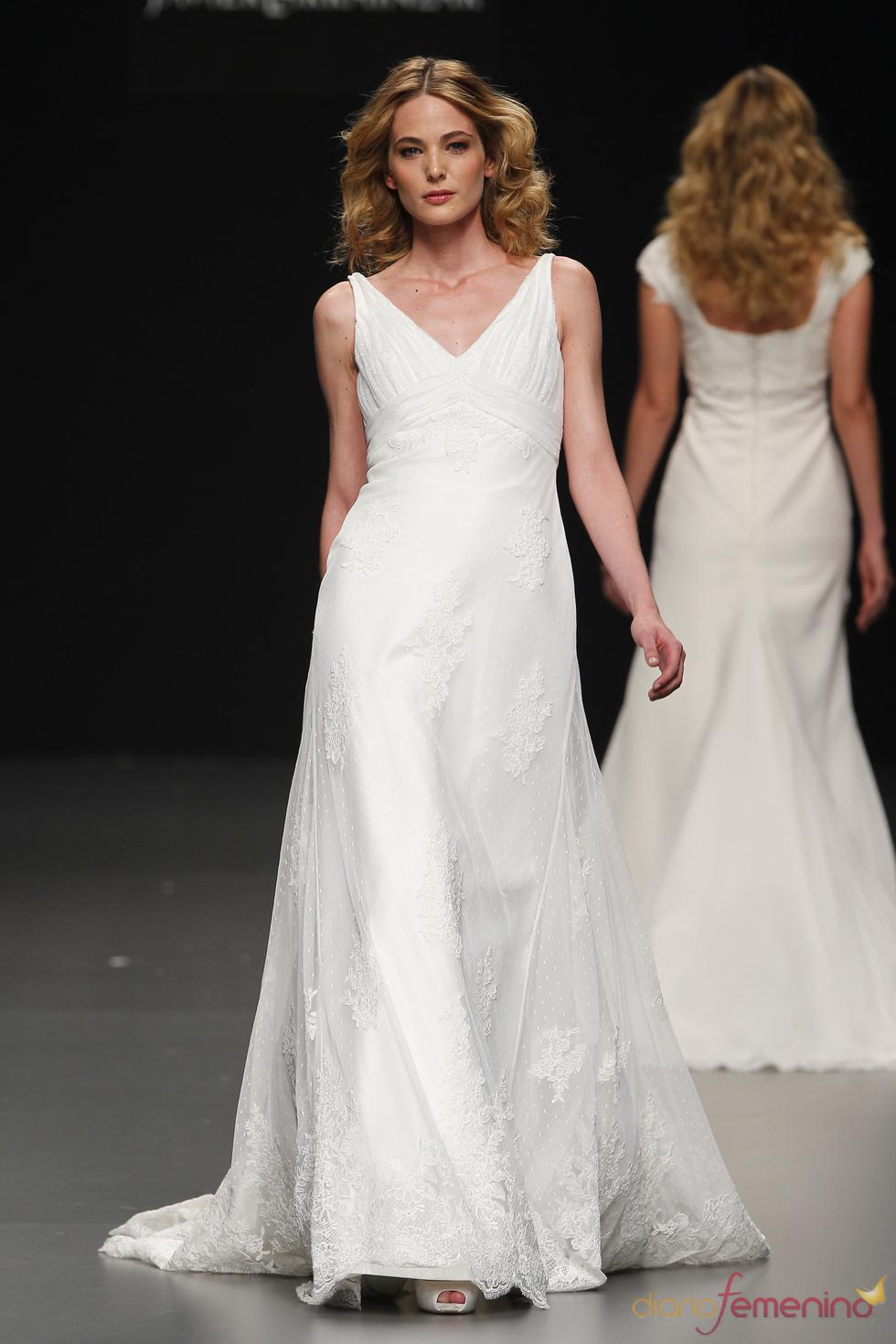 Javier Larrainzar presenta sus vestidos de novia en Cibeles Novias