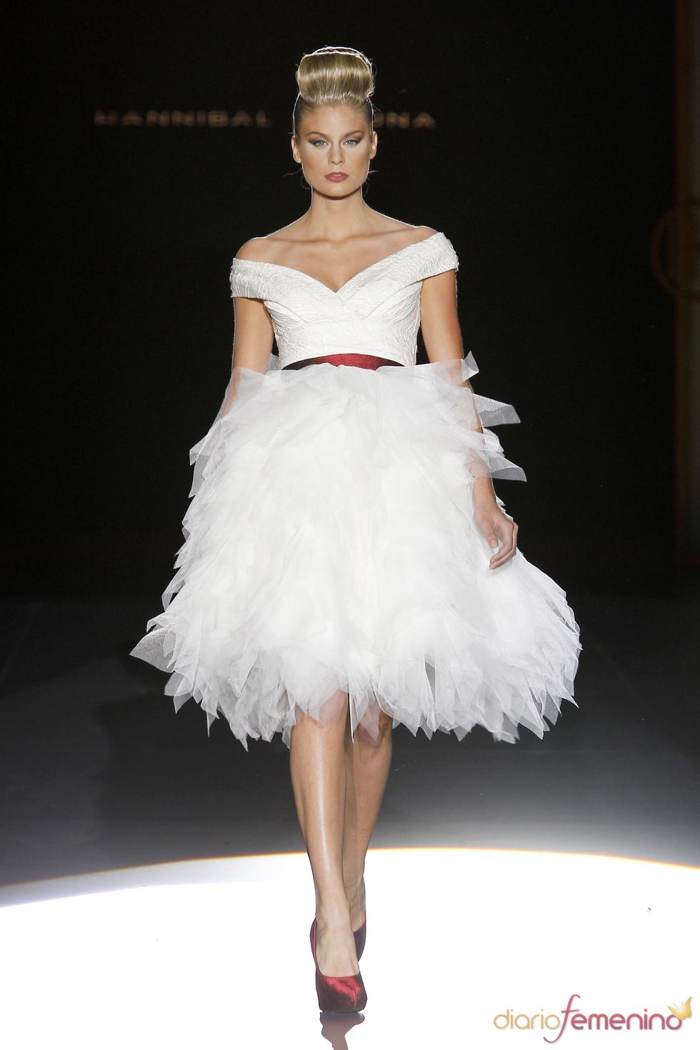 Hannibal Laguna: vestido de novia de corte moderno