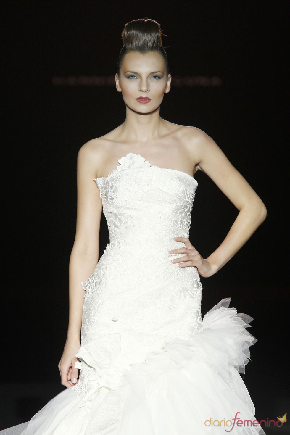 Hannibal Laguna propone vestidos de novia para el 2011