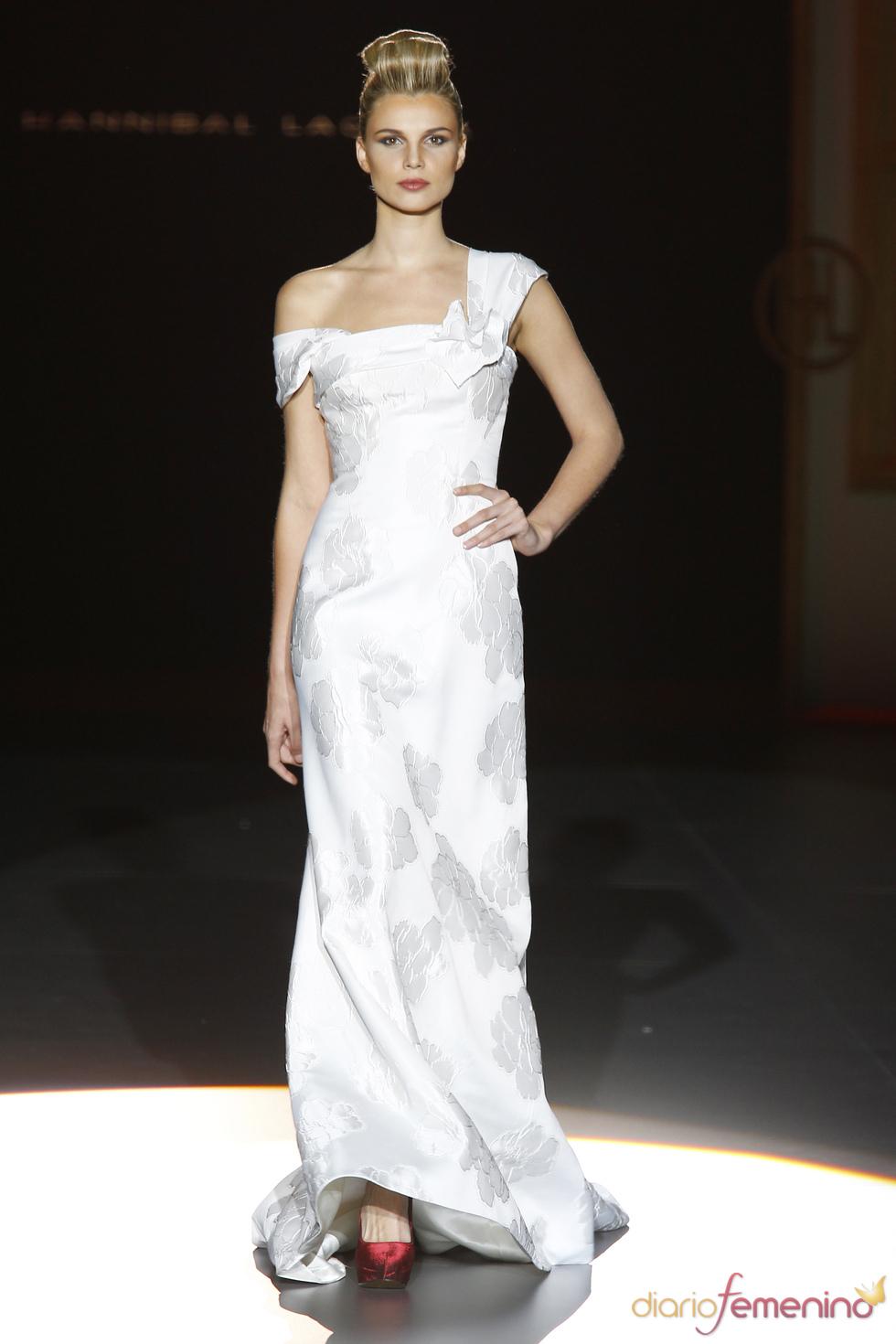 Vestido de novia asimétrico de Hannibal Laguna