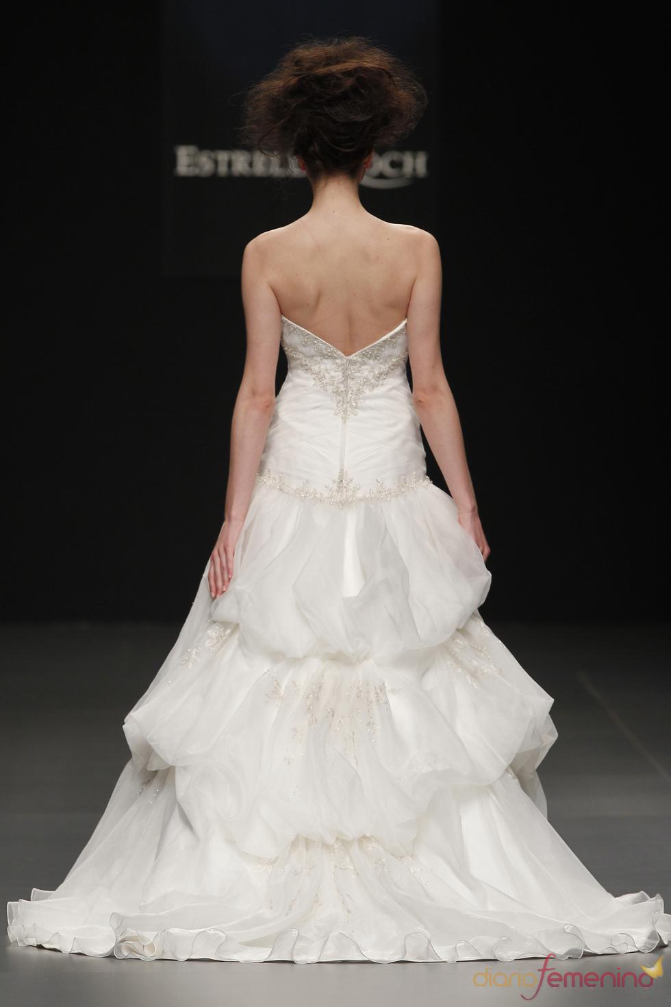 Camila Elbaz viste a la novia de 2011