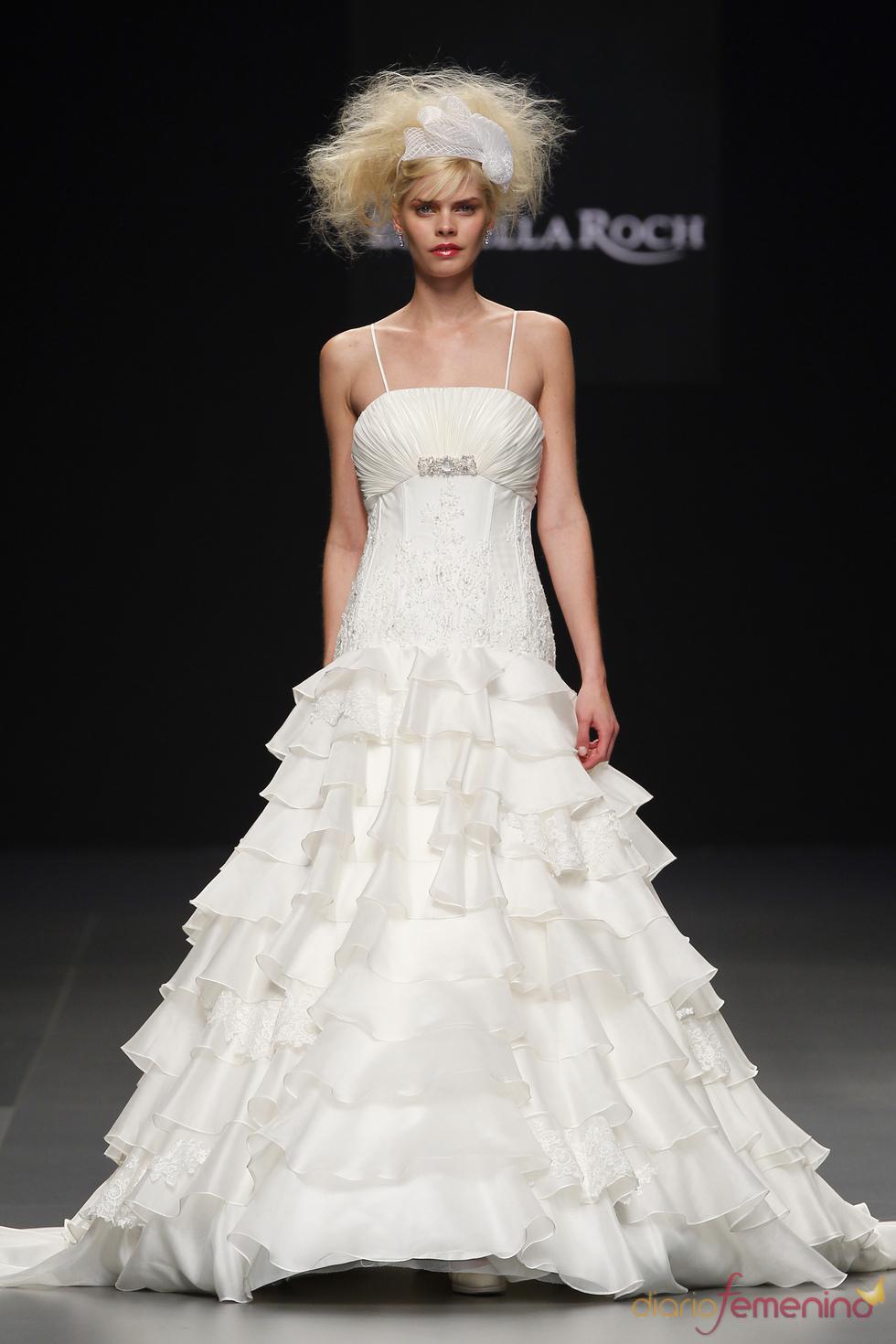 Estrella Roch : una novia elegante