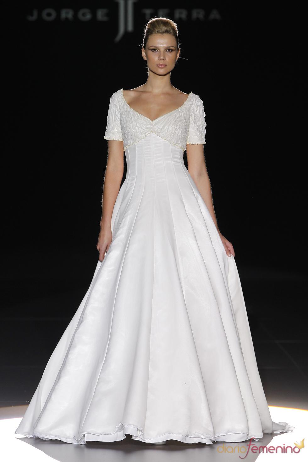 Elegante vestido de novia de Jorge Terra