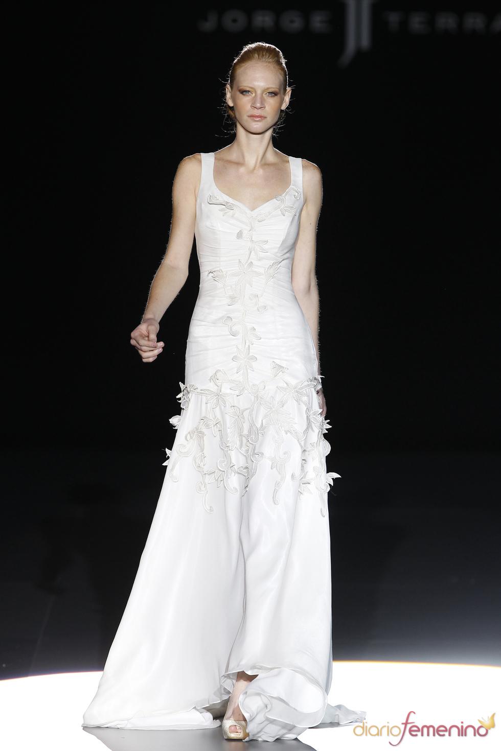 Vestido de novia con bordado de flores de Jorge Terra
