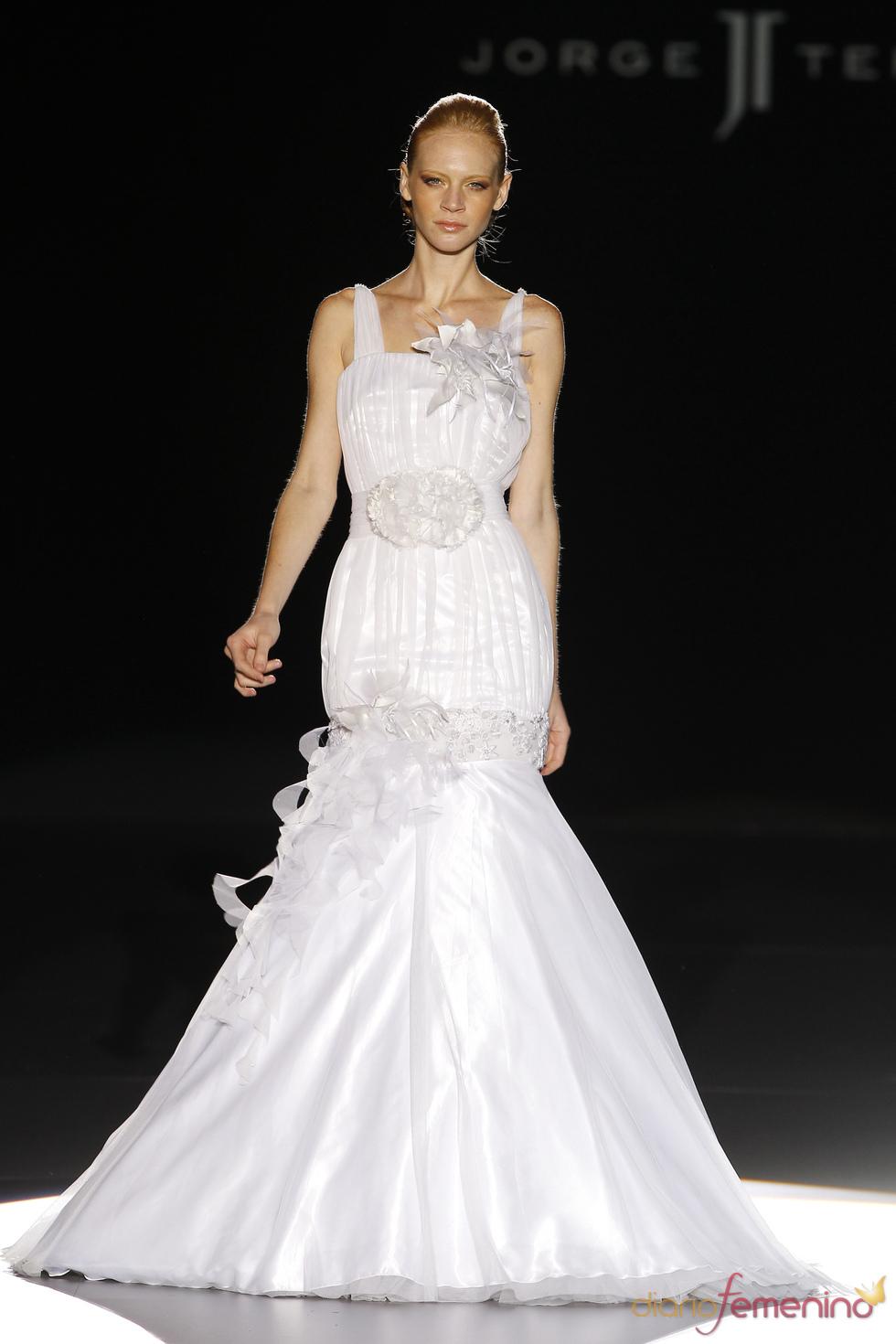 Vestido de novia con flores de Jorge Terra