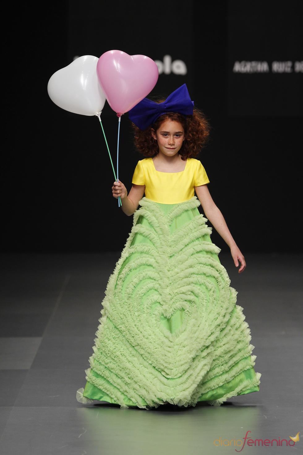 Modelo de Primera Comunión de Agatha Ruiz de la Prada