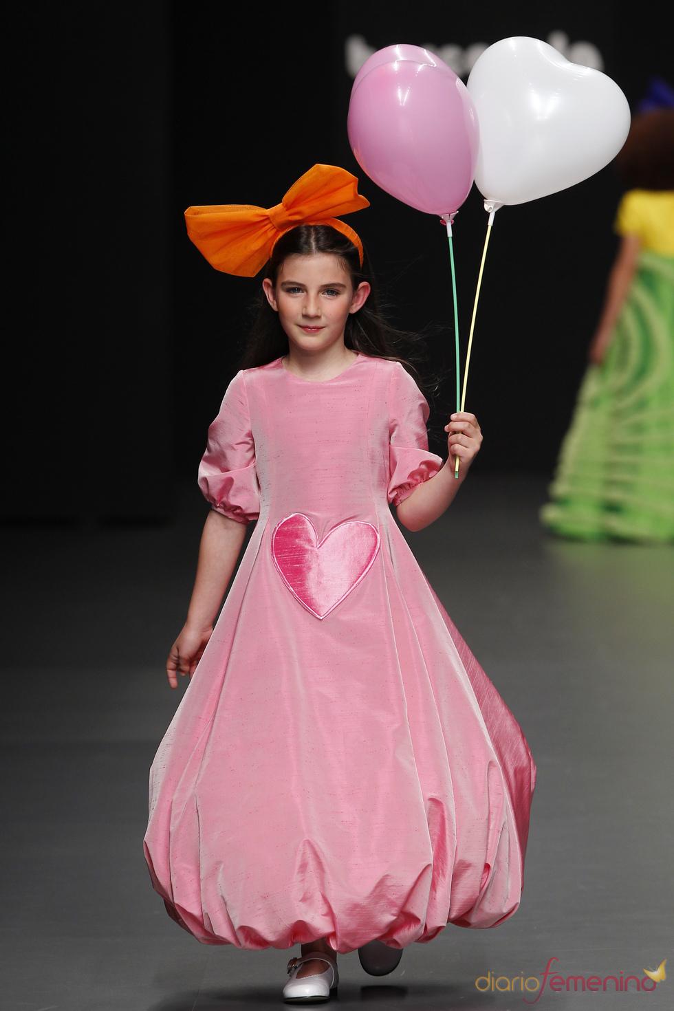 Vestido rosa de Primera Comunión de Agatha Ruiz de la Prada