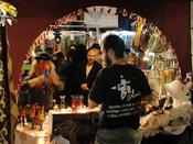 150 puestos de artesanos en el Mercadillo de Las Dalias en Madrid