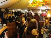 Decoración y moda hippie en el mercadillo de Las Dalia en Madrid