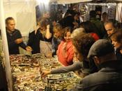 Éxito de público del mercadillo Las Dalias en Madrid