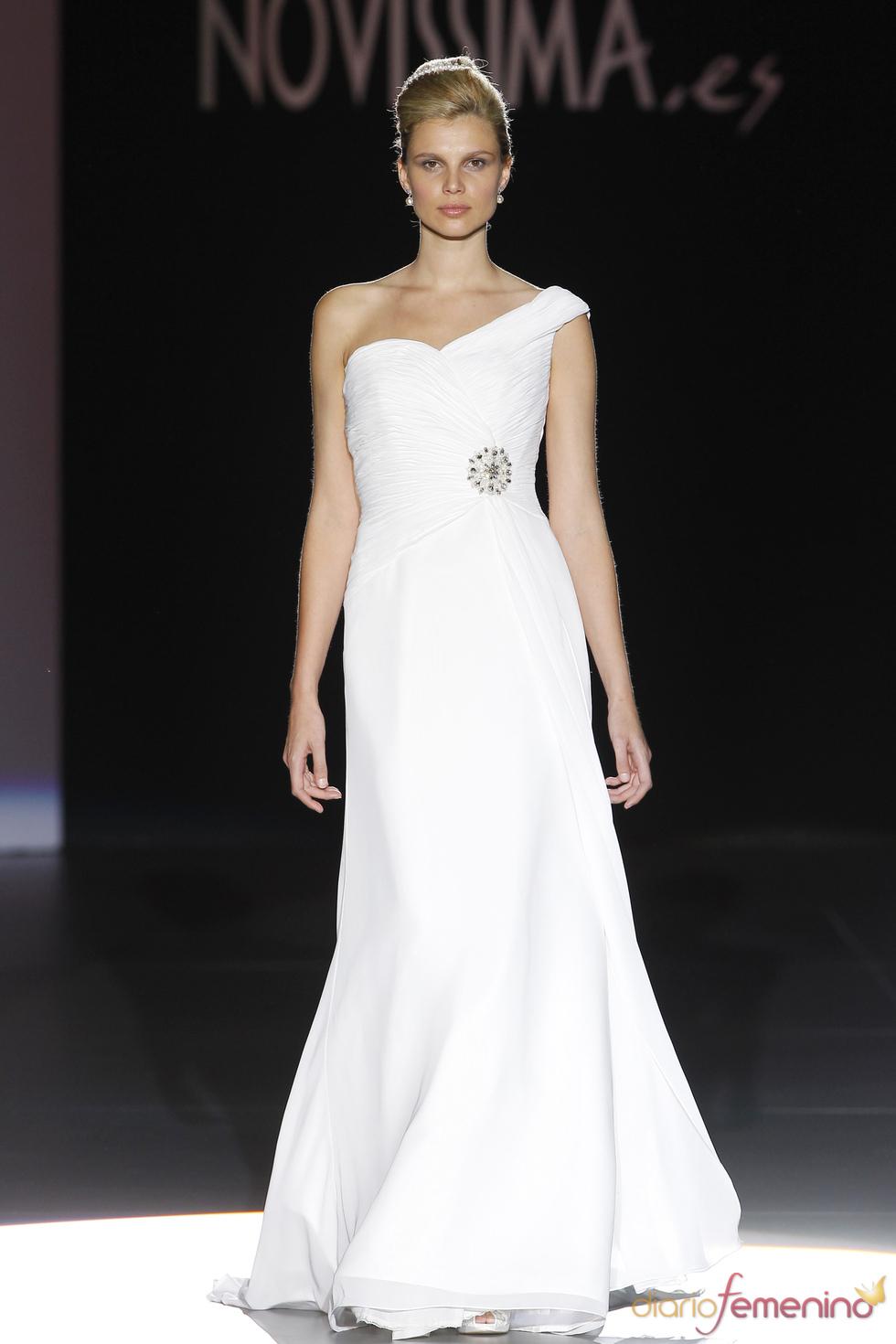 Vestido de novia asimétrico de Novissima