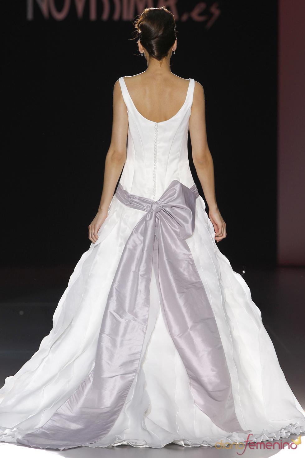 Vestido de novia con lazo de Novissima