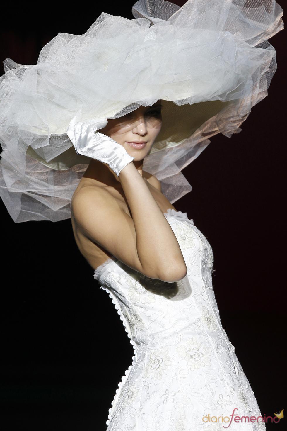 Novissima: una novia con sombrero